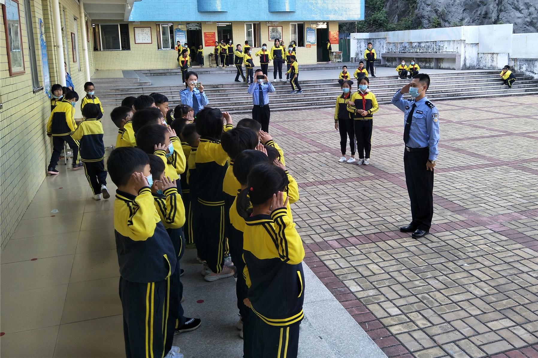 阳春监狱团委走进文塔小学预防未成年犯罪专题教育课堂